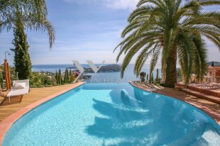 Villa for sale with a sea view and 4 bedroom - VILLEFRANCHE SUR MER Image #1