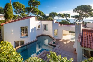 Moderne Villa for sale with 5 bedrooms - CAP D'ANTIBES Image #1