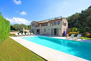 Beautiful well-equipped Villa Rental walking distance to town centre : ST TROPEZ Image #1