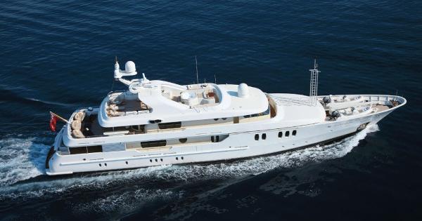 Yacht & Villa exhibit Cannes boat show